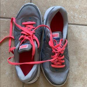 Nike Revolution 2 Sz 8 Athletic Shoes